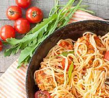 Makaron z sosem pomidorowym - jak zrobić szybki obiad?