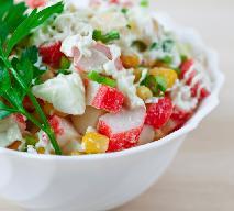 Sałatka z paluszków krabowych: przepis na danie w wersji light do sylwestrowego menu