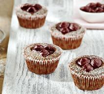 Babeczki wiśniowe serca - przepis na walentynkowe łakocie