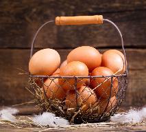 Jak sprawdzić, czy jajka są świeże? Jak ocenić świeżość jajek - WIDEO