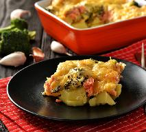 Zapiekanka z ziemniaków: z łososiem lub szynką