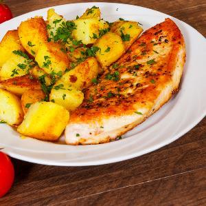 Smażona pierś kurczaka w 9 minut: łatwe i szybkie danie na rodzinny obiad
