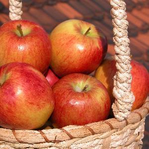 Jabłka w karmelu: przepis na smaczny deser idealny na zimę