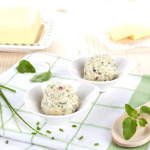 Zielone masło z ziołami: przepis na masło ze świeżymi ziołami