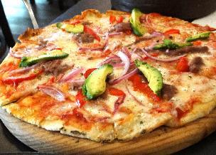 Meksykańska pizza z kurczakiem: przepis na tanie danie