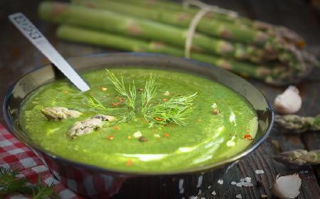 Zupa krem ze szparagów - przepis z menu beszamel