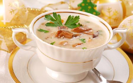 Jak zrobić zupę z suszonych grzybów? Przepis na pyszną zupę grzybową