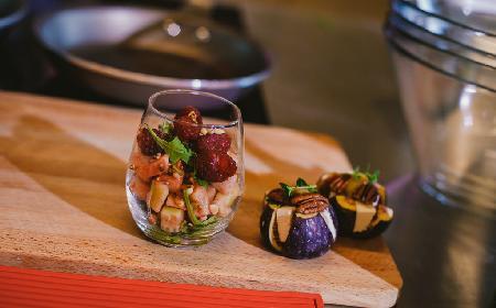 Sałatka z gruszki i ogórka z rukolą - przepis Lary Gessler na włoskie antipasti