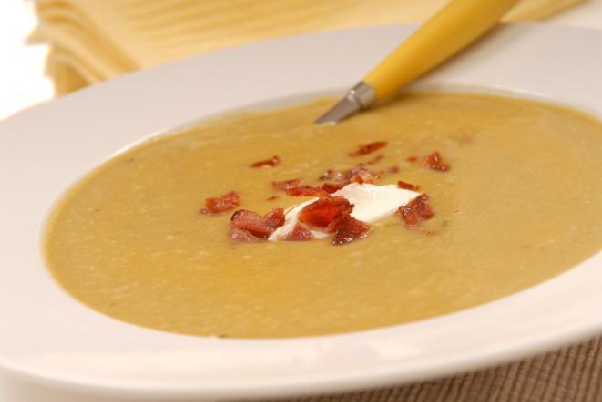 Zupa grochowa przecierana z kluseczkami: przepis na grochówkę