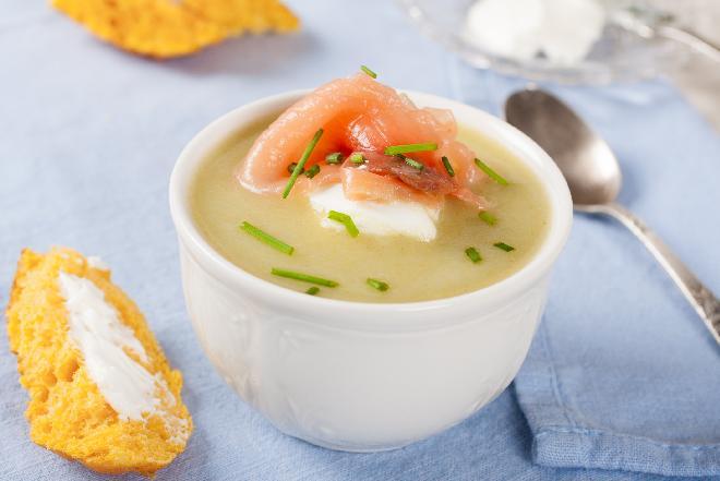 Zupa krem z kalafiora z łososiem