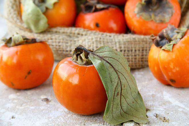 Kaki, hurma, sharon, persymona: co to za owoc? Właściwości i wykorzystanie