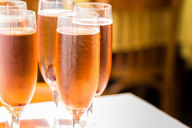Klasyczny kir: wino plus porzeczki