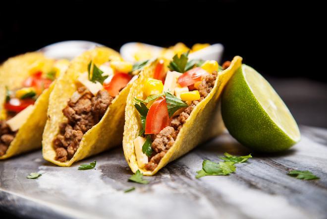 Jak zrobić taco? Prosty przepis na pyszne meksykańskie taco [WIDEO]