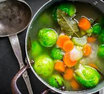 Najlepsza zupa z brukselki z żółtym serem