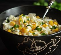 Bardzo łatwa sałatka kalafiorowa z kukurydzą i kiełkami