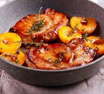 Kusząca polędwica wieprzowa w towarzystwie brzoskwiniowego sosu