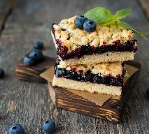 Kruchy placek z borówkami i kruszonką: łatwy przepis na fenomenalny deser