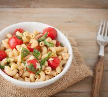 Makaron dietetyczny z sałatką z pomidorów - przepis na danie dla niecierpliwych