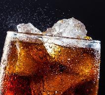 Domowa coca-cola: jak zrobić w domu popularny napój gazowany bez syfonu i bez sodastream