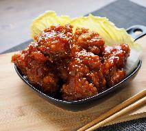 Bajeczny kurczak po koreańsku - smażony w panierce, zanurzony w ostrym sosie