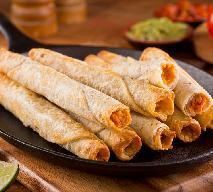 Zapiekane naleśniki z ciecierzycą: przepis na wegańskie taquitos