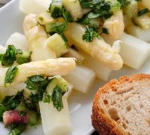 Szparagi z rabarbarowym dressingiem