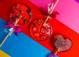 Bajeczne lizaki z owocami jagodowymi: jak zrobić domowe lizaki