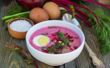 Chłodnik z botwinki: lekka zupa na wiosenne upały