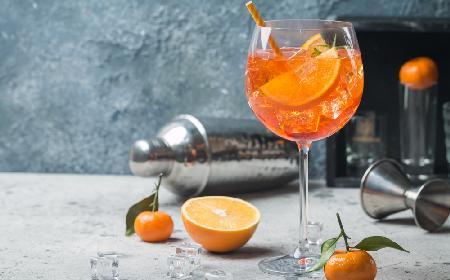 Aperol spritz: przepis na włoski drink z prosecco [WIDEO]