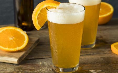 Przebojowe beergroni: drink z piwa i gorzkiego likieru pomarańczowego