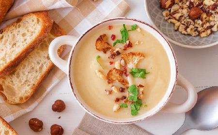 Esencjonalna i wyrazista zupa z pieczonego kalafiora: łatwy przepis dla każdego