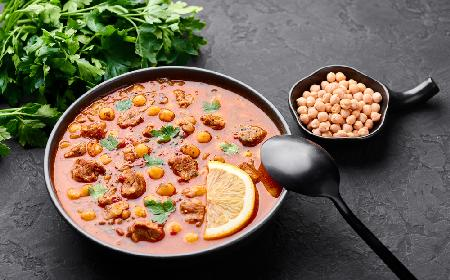 Zupa pomidorowa na gęsto - z ciecierzycą i kurczakiem