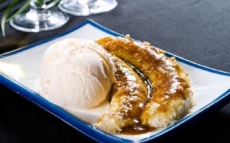 Płonące banany z sosem kawowym - pomysł na ognisty deser