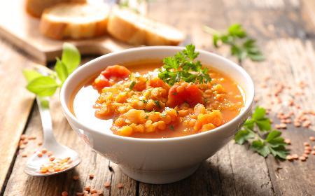 Błyskawiczna zupa z czerwonej soczewicy