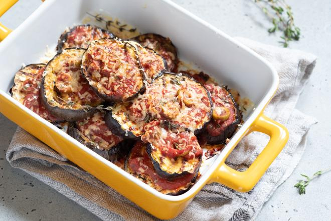 Bakłażany w pomidorach - przepis na zapiekankę z bakłażanów