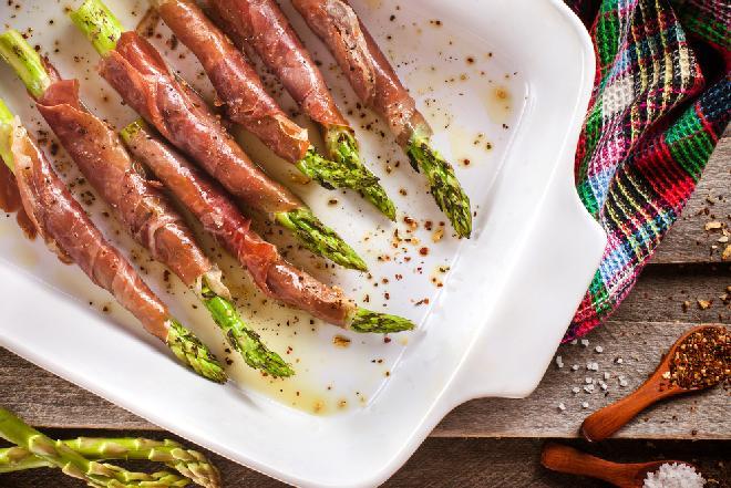 Szparagi grillowane z szynką parmeńską