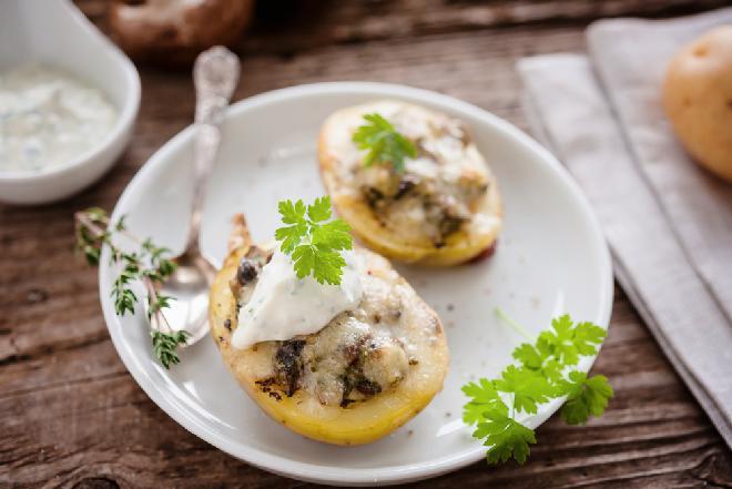 Ziemniaki z grzybowym nadzieniem z piekarnika: niewiarygodnie pyszna przystawka na ciepło