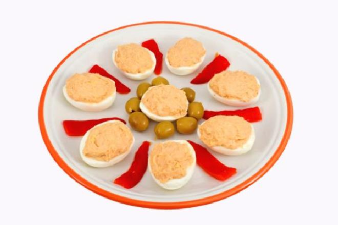 Jajka faszerowane tuńczykiem [WIDEO]