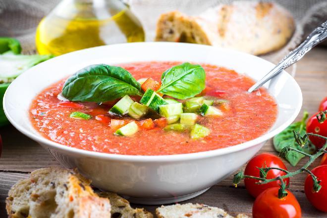 Gazpacho - przepis na andaluzyjski chłodnik z pomidorów
