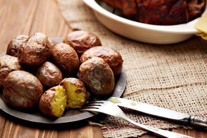 Ziemniaki w mundurkach: jak je ugotować lub upiec?